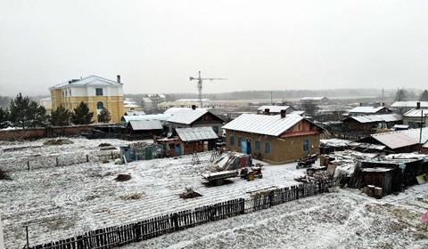 """黑龙江漠河迎降雪 游客雪中漫步感受雪中的""""神州北极"""""""